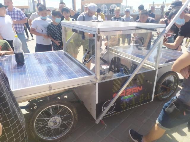 3 000 км на «солнцемобиле» по Казахстану. В Актобе побывал необычный путешественник