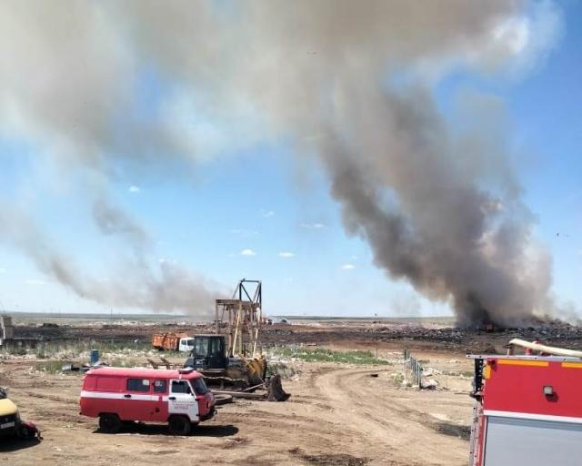 Смог окутал Актобе: Снова горит полигон бытовых отходов