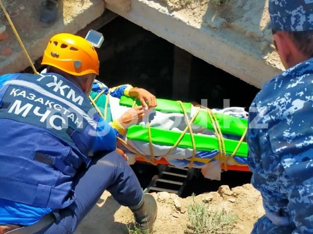 Подросток провалился в 6-метровую яму в Актюбинской области