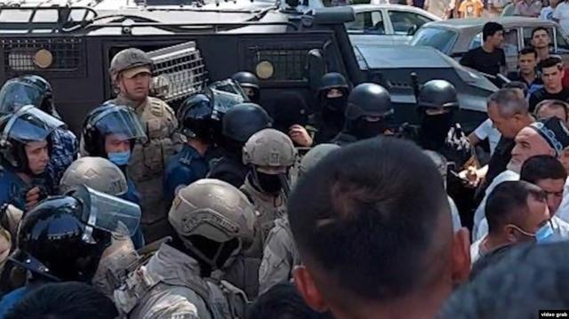 В Узбекистане прошли протесты из-за оскорбления в соцсетях, на место отправлены военные и спецназ