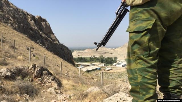 На границе Кыргызстана и Таджикистана – перестрелка. Ранен пограничник