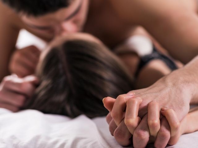 """""""Фатальный случай"""". Кому противопоказан секс в жару"""