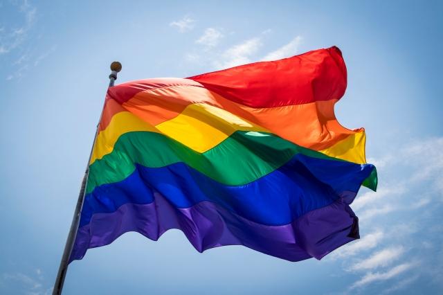 ЛГБТ-рейв проходит в Киеве возле офиса президента