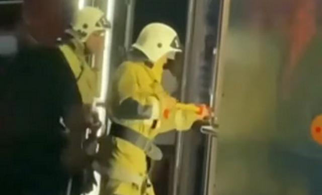 Спасатели вскрыли двери в ночном клубе Актау