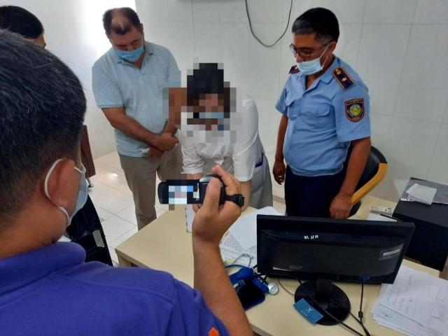Медсестры продавали паспорта вакцинации за 100 тысяч тенге в Атырау