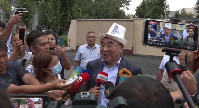Аскар Акаев встретился с президентом КР Садыром Жапаровым и выразил ему благодарность