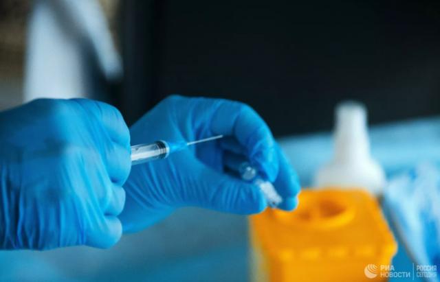 Врачи рассказали об аллергических реакциях на вакцины от COVID-19