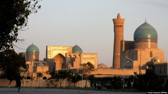 В Бухаре обрушилась часть стены медресе Абдулла-хана