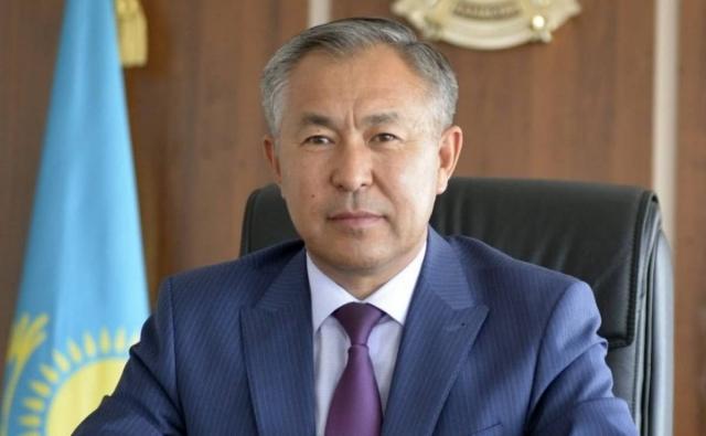 Выговор от Президента: Бердибек Сапарбаев освободил от должности чиновника