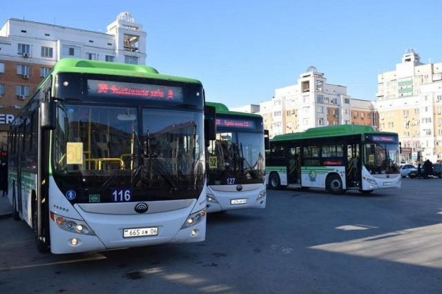 """В Атырау пассажиров в автобусы будут впускать  по приложению """"Ashyq"""""""