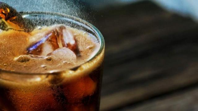 Диетолог назвала усиливающие воспалительные процессы напитки