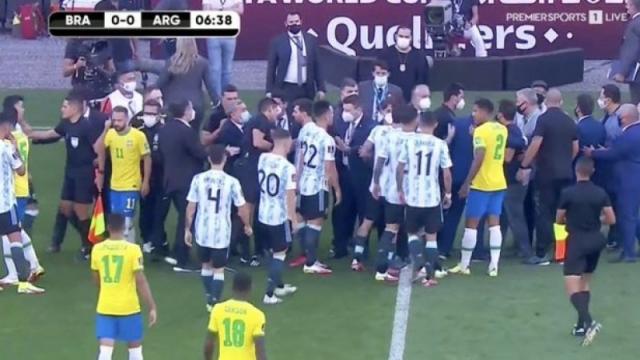 Матч Бразилии и Аргентины завершился через 10 минут после начала