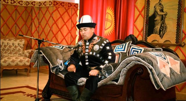 Кыргызский манасчи Доолот Сыдыков на выступлении в Москве читал эпос 111 часов подряд