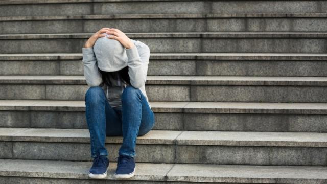 Директора школы, пристыдившую ученицу за джинсы, наказали в Павлодаре