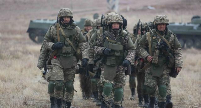 Соединения Вооруженных Сил Казахстана переброшены на запад и юг страны