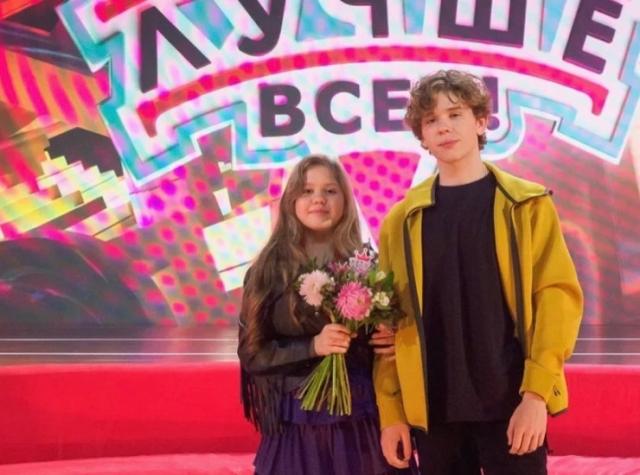 Алматинка спародировала известных певцов в шоу Максима Галкина