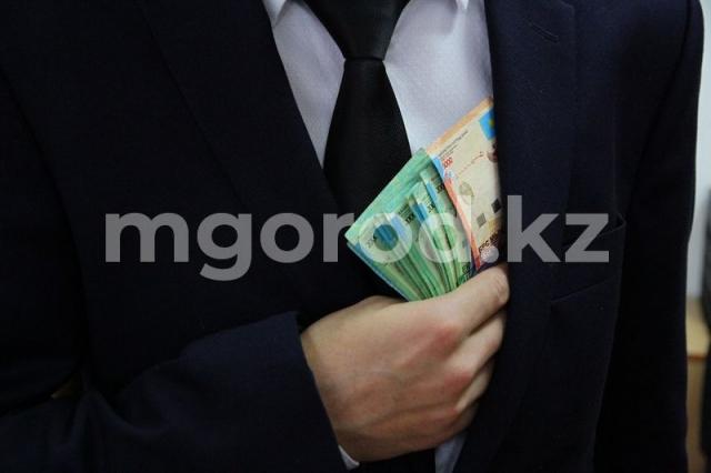 350 тысяч тенге выплатили жителям ЗКО за сообщения о коррупции