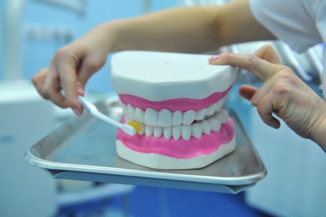 Ковид бьет в зубы: переболевшие коронавирусом жалуются на новое осложнение - кариес