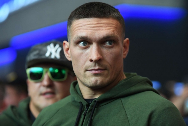 Усик стал чемпионом мира по боксу в тяжелом весе