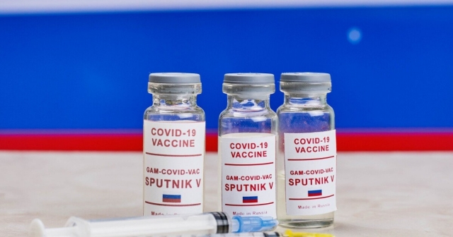 """США запретят въезд иностранцам, вакцинированным """"Спутником V"""""""
