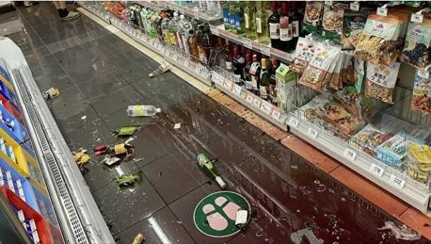 При мощном землетрясении в Японии пострадали не менее 16 человек