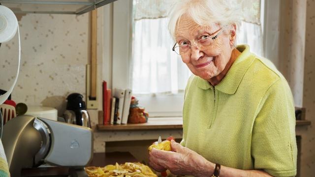 Врач перечислила продукты, от которых пожилым нужно отказаться