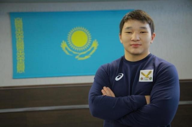 17-летний тяжелоатлет Рахат Бекболат стал чемпионом мира