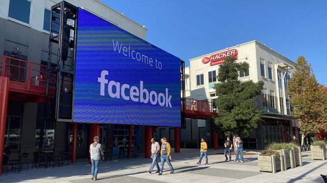 Экс-сотрудница Facebook заявила о причастности компании к преступлениям